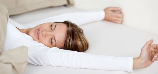 4 Good Reasons to Sleep Without a Pillow